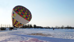 渡辺体験牧場で熱気球立ち上げ写真